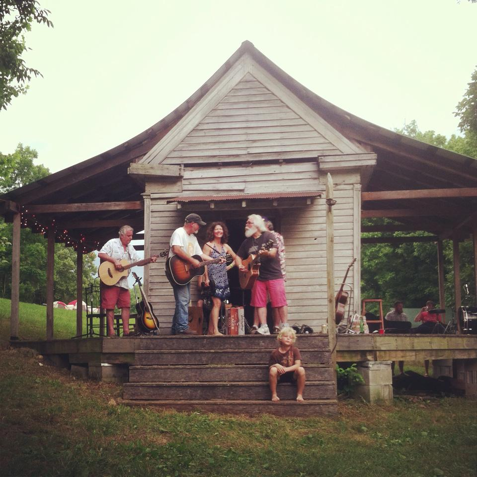 loose hinges, acoustic, stage, music festival , tn